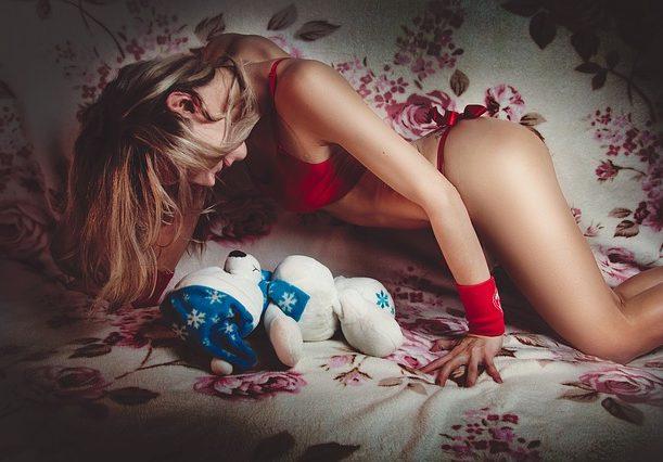 femme avec nounours